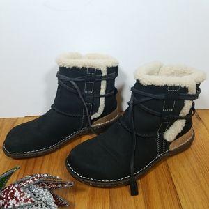 Ugg caspia shearling boots